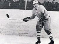 Хоккеист Эдуард Иванов